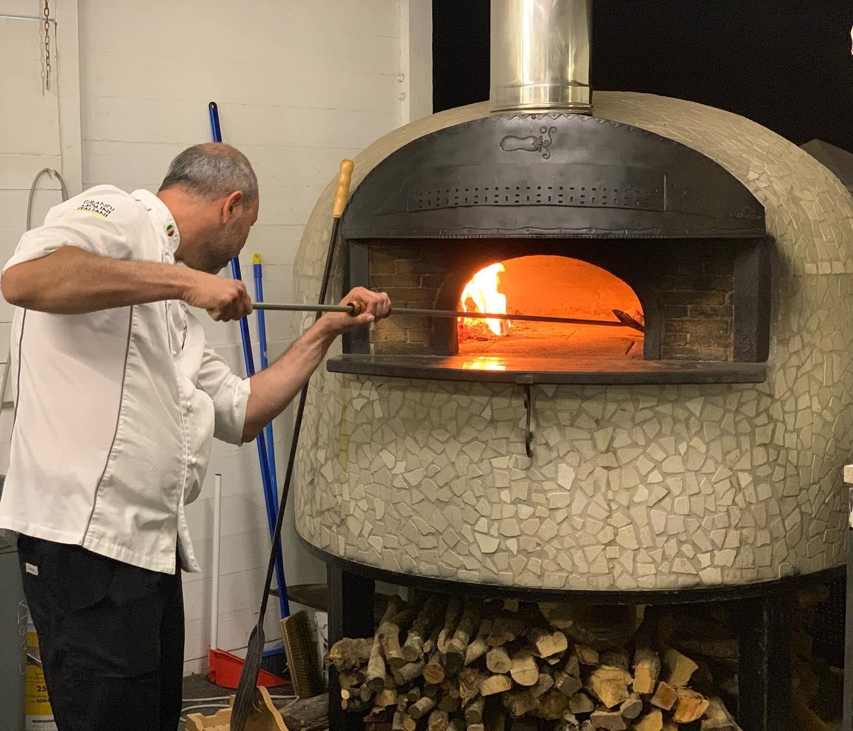 Giovani pizzaioli di Sicilia